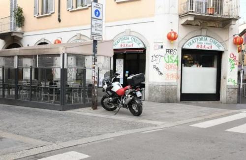 米兰华人街最有名的隆昌点心店门口罗雀。(《欧洲时报》夏晓彤摄)