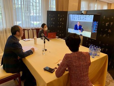 中国驻比利时大使曹忠明与旅比侨团负责人召开视频会议,关心了解侨胞近况并指导大家做好疫情防护工作。(中国驻比利时大使馆)