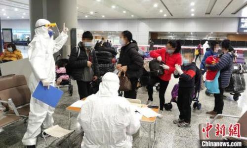 上海浦东机场,丽水工作人员接待华侨 丽水宣传部