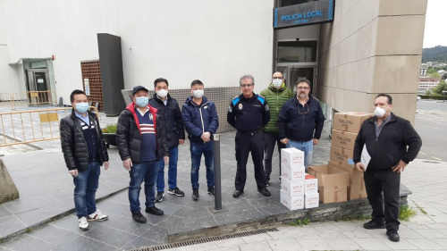 加利西亚奥伦塞Orense的华侨华人为当地捐赠防疫物资。(西班牙《欧华报》)