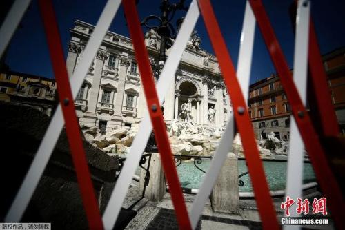 资料图:罗马市中心特莱维喷泉前的一道封锁栅栏。 (<a target='_blank' href='http://www.chinanews.com/' >中新网</a>)