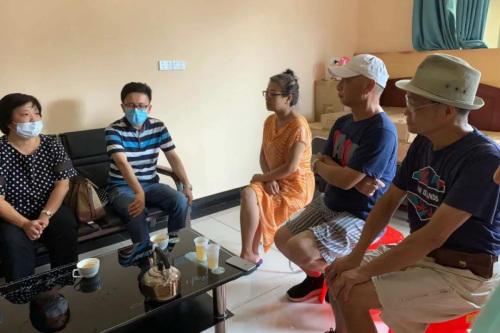 驻斐济使馆参赞一行看望慰问滞留中国游客