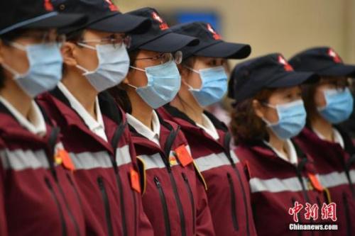 4月8日,应缅甸政府邀请,中国政府赴缅甸抗疫医疗专家组一行12人从昆明出发,赴缅甸协助当地做好疫情防控工作。专家组由国家卫生健康委员会组建,云南省选派。为体现云南对缅甸的深情厚谊,赴缅抗疫医疗专家组还携带一批抗疫捐赠物资一同前往。<a target='_blank' href='http://www.chinanews.com/'>中新社</a>记者 刘冉阳 摄