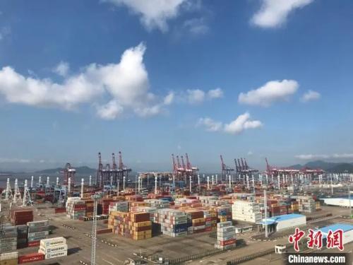 资料图:宁波舟山港。 张斌 摄