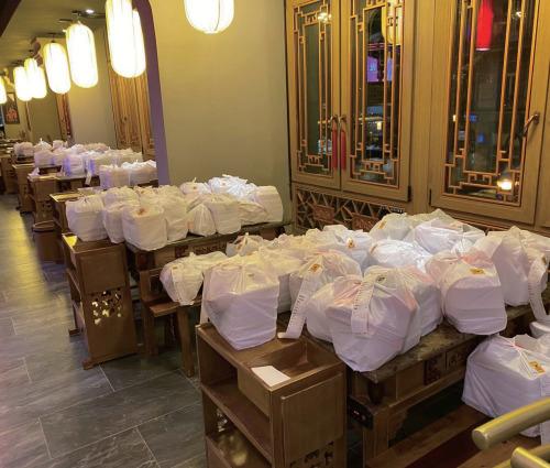 法兰克福小龙坎火锅店等待配送的外卖。(《欧洲时报》/受访者供图)