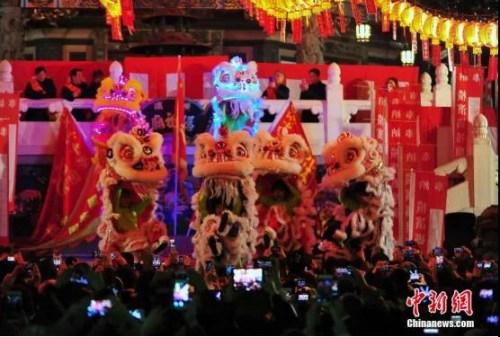 资料图:著名华埠横滨中华街上的新年倒计时活动,每年都吸引众多当地侨胞以及各方游人,场面热闹红火。<a target='_blank' href='http://www.chinanews.com/'>中新社</a>记者 王健 摄
