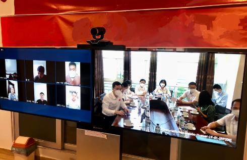 中国抗疫专家组为在赤道几内亚侨胞进行防疫培训
