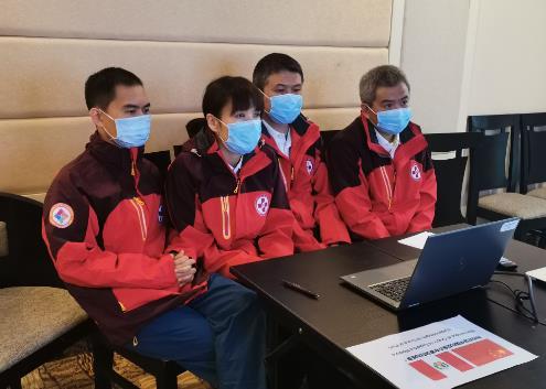 中国抗疫专家同秘鲁侨团及华媒代表举行视频交流会