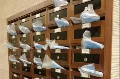 意大利华人送给邻居的口罩。(图片来源:《新欧洲侨报》)
