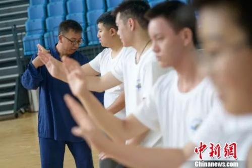 资料图:海外华裔青少年学习太极拳。武俊杰 摄