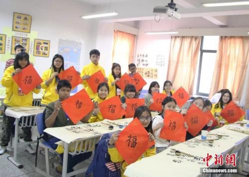 资料图:泰国华裔青少年组团兰州学中国话。( 图/南如卓玛)