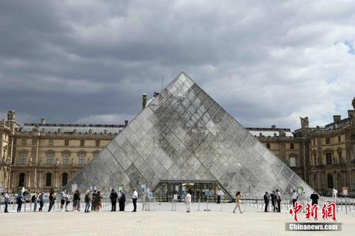 法国卢浮宫重新开放