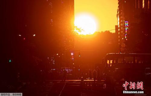 """纽约曼哈顿再现""""悬日""""景观"""