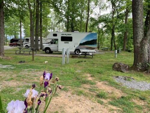 露营车旅行正流行,营地里有许多同好。(美国《世界日报》/孙女士 供图)