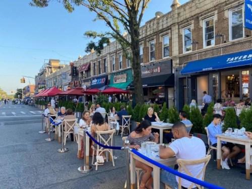 贝赛贝尔大道4日起变身户外餐厅,成为当地新的风景线。(美国《世界日报》记者牟兰/摄)