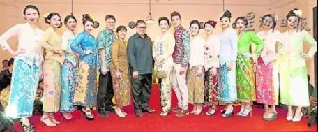 资料图:传统娘惹服装展。(马来西亚《星洲日报》)
