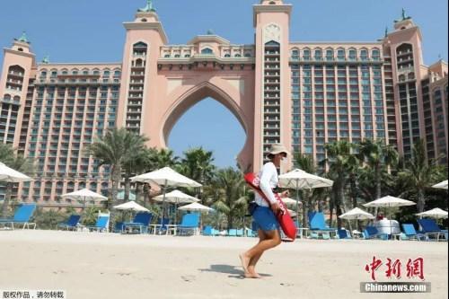 资料图:当地时间7月7日,阔别3个多月之后,迪拜重新向海外旅客开放,图为迪拜地标地标亚特兰蒂斯酒店营业。