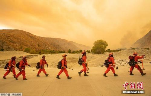 美加州逾千名消防员试图控制火势