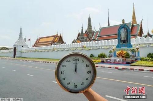资料图:泰国曼谷大皇宫旁的空旷公路
