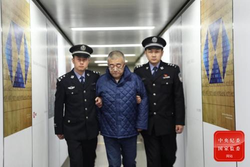 外逃职务犯罪嫌疑人谢浩杰在菲律宾马尼拉被抓获,并于2019年1月17日被押解回国。