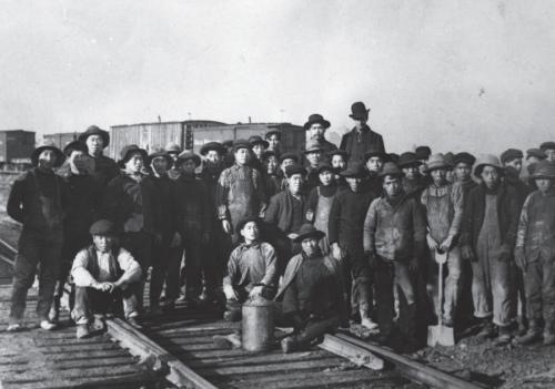 △华工在修建加拿大太平洋铁路(1883年)