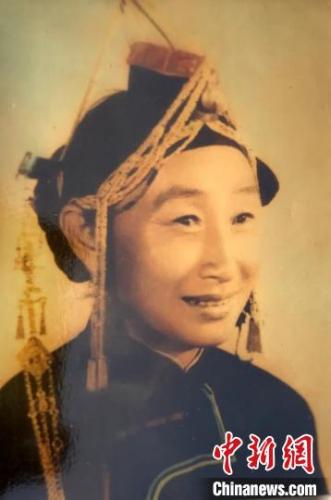 年轻时的蓝陈启。受访者提供