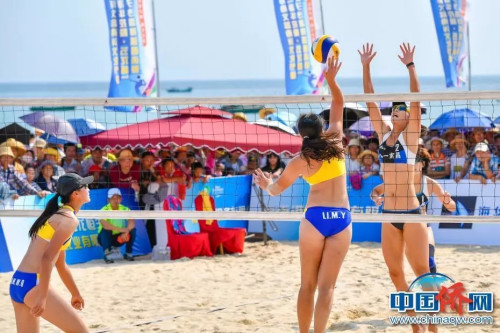 资料图:全国女子沙滩排球邀请赛在侨乡文昌激情开赛。骆云飞 摄
