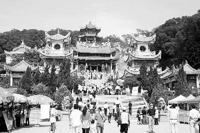 资料图:湄洲妈祖祖庙西轴线建筑群,包括正殿、寝殿、钟鼓楼等。  福建日报 记者 陈建平 摄
