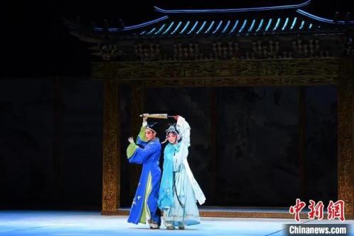 资料图:莆仙戏《踏伞行》 记者刘可耕 摄