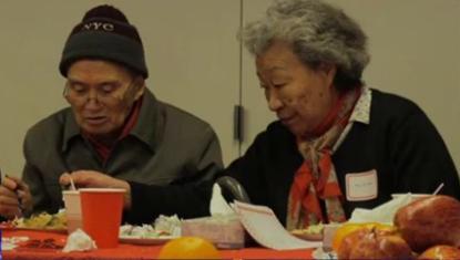 吴奶奶和老伴。(图片来源:央视国际高清视频截图)