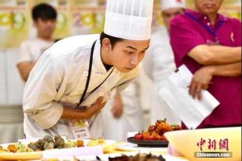 资料图:粤菜大厨。中新社记者 李志华 摄