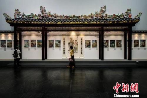 资料图:广东美术馆收藏的潮州祠堂大屋顶。龙宇阳 摄