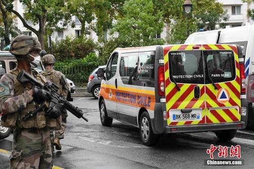法国巴黎发生持刀袭击事件 反恐调查展开