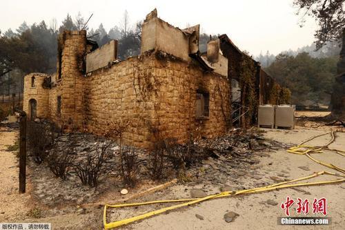 美国加州山火持续 当地酒庄化作废墟