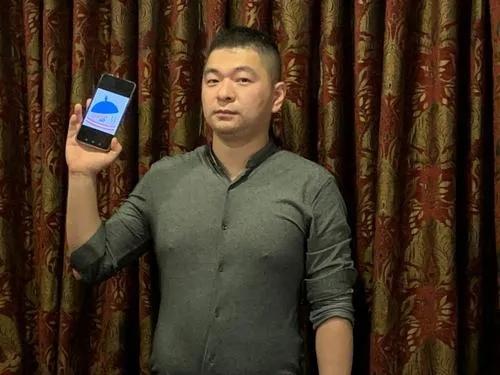 美国华人Jacky王研发点餐App。(美国《世界日报》 张宏 摄)