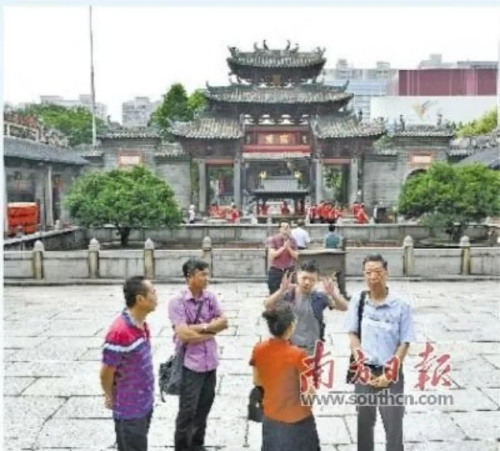 来自越南胡志明市的华人后裔到祖庙寻根。南方日报记者 戴嘉信 摄