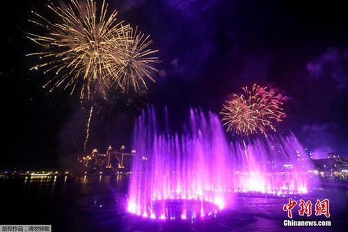 迪拜棕榈岛音乐喷泉揭幕