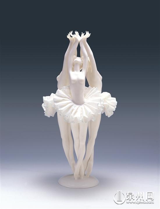 """福建德化陶瓷雕塑家夫妻合璧 争分夺秒塑""""女神""""-中国"""