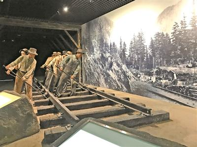 五邑華僑華人博物館內展示了華工修建太平洋鐵路的場景。