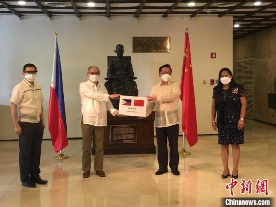 中国无偿援助菲律宾130台呼吸机全部交接将继续助菲抗疫