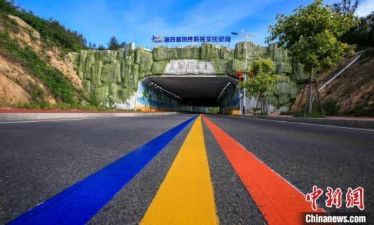 湄洲岛累计投资75.44亿元人民币进行乡村改造。图为环岛路。 林春茵 摄