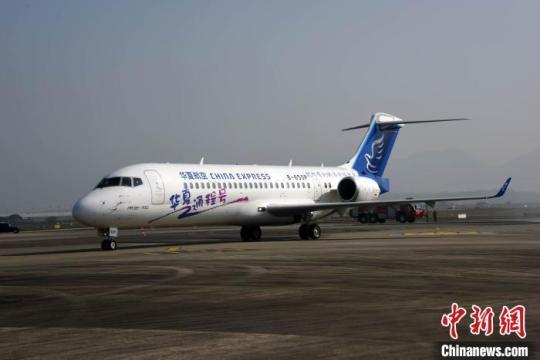 中国国产客机新获百架订单华夏航空接收首架ARJ21