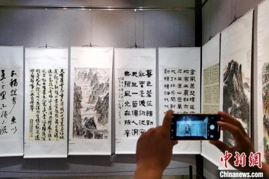 百余幅皖港澳侨界书画家作品在皖展出促三地文化交流