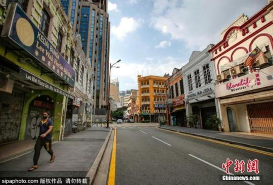 6月28日消息,马来西亚总理穆希丁27日宣布,该国当前针对新冠肺炎疫情的严格防控措施将在28日到期后延续,直至单日新增新冠肺炎确诊病例等数据达到相关标准为止。图为马来西亚吉隆坡街景。Sipaphoto版权作品 禁止转载