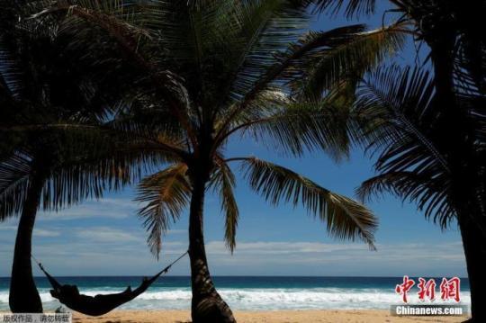 资料图:当地时间6月30日,泰国普吉岛,当地的度假村已经准备就绪等待游客前来。