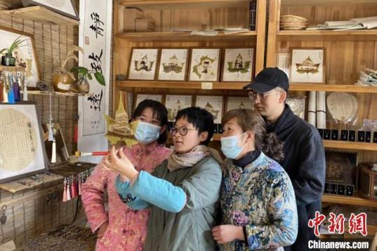 """探访宁夏叶雕传承人:""""盘活""""中国古老传统民间艺术"""
