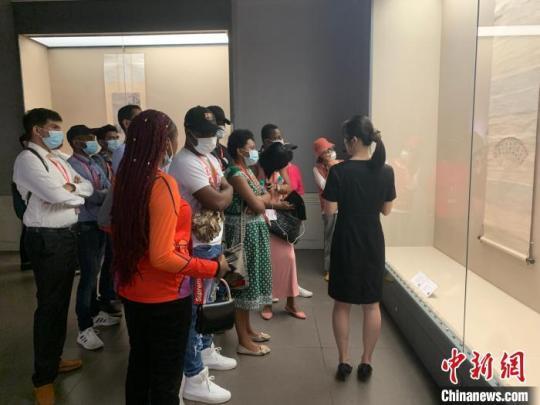 """21国60余位国际友人南昌感受中国传统""""中秋味"""""""