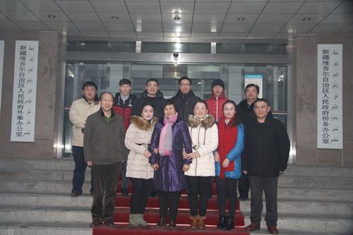 新疆自治区侨办赴基层捐资助学 慰问帮扶贫困户