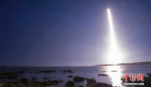 6月25日20时00分,中国载人航天工程为发射货运飞船而全新研制的长征七号运载火箭,在海南文昌航天发射场点火升空,约603秒后,载荷组合体与火箭成功分离,进入近地点200千米、远地点394千米的椭圆轨道,长征七号运载火箭首次发射圆满成功。