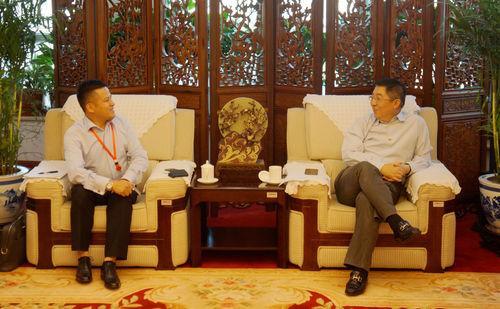 中国侨联副主席会见西班牙侨商团
